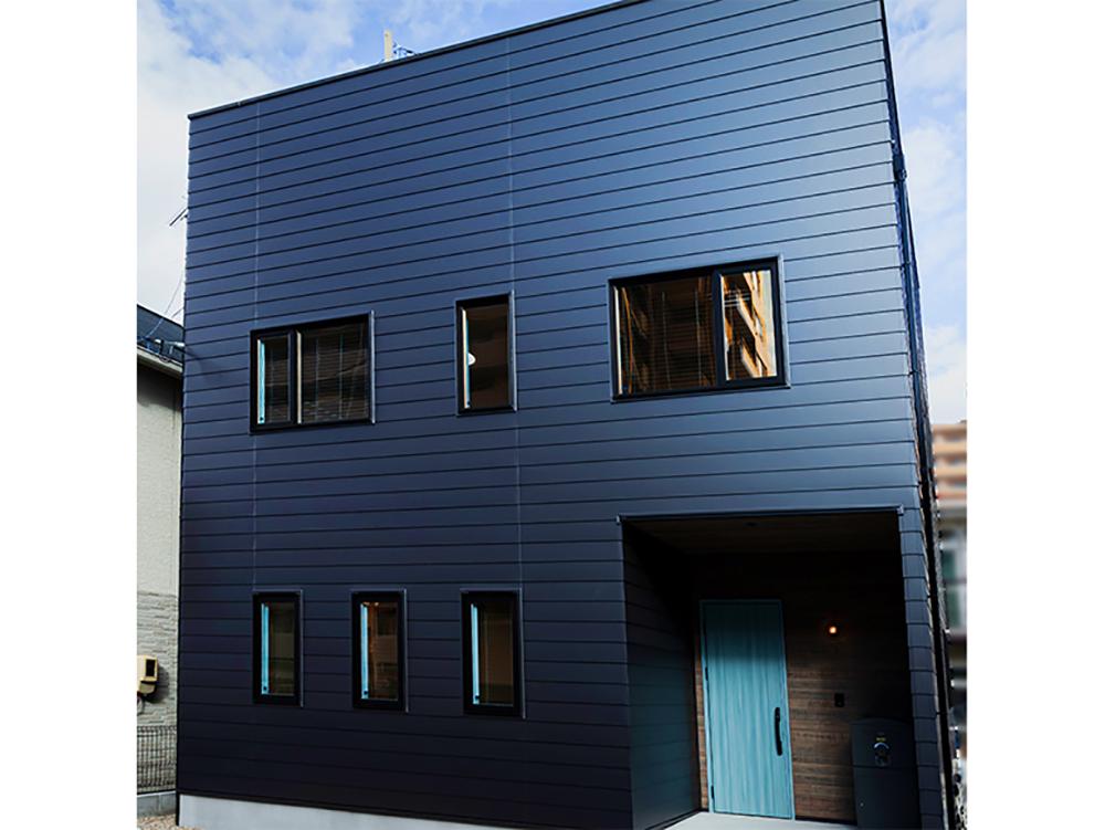 ガルバ×ルーフバルコニー ブルックリンスタイルの家